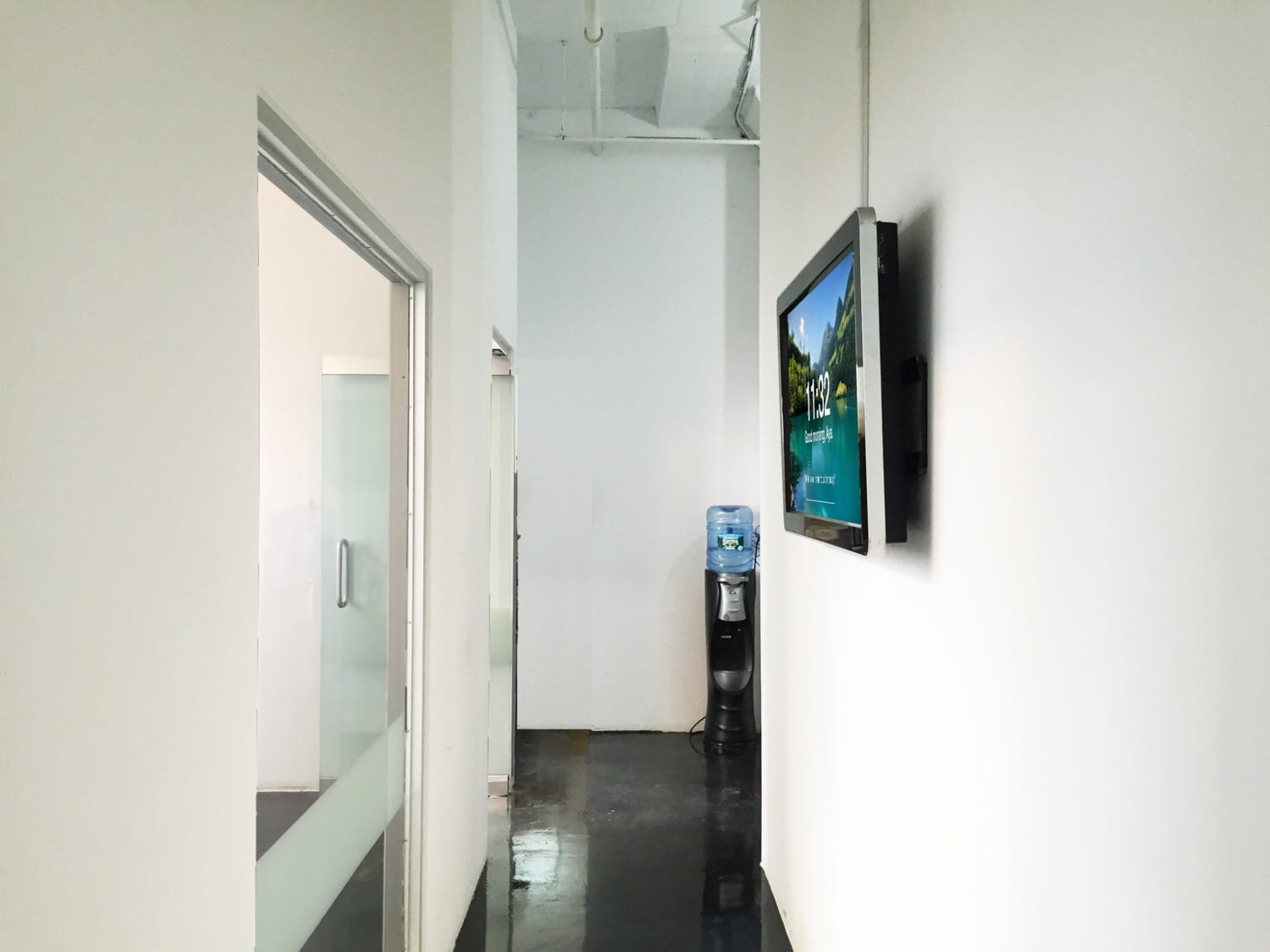 metroclick touch screen hallway solutions