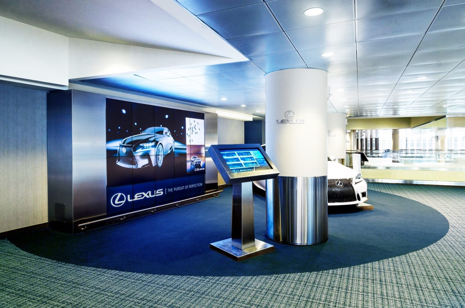 lexus-lounge-metroclick-interactive-display-solution-auto-industry