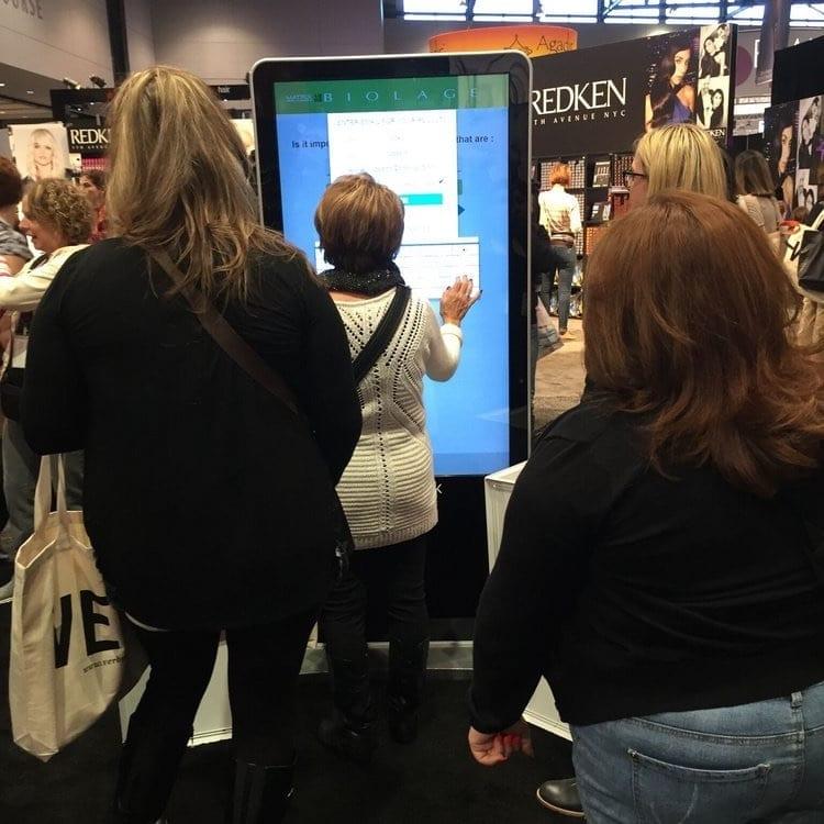 metroclick loreal tradeshow photo booth kiosk sytem