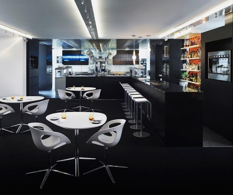metroclick restaurant touchscreen glass surface technology